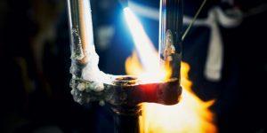 炎が自転車を作る